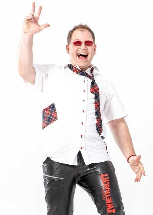 Bandmitglied mit roter Brille Oktoberfestband München