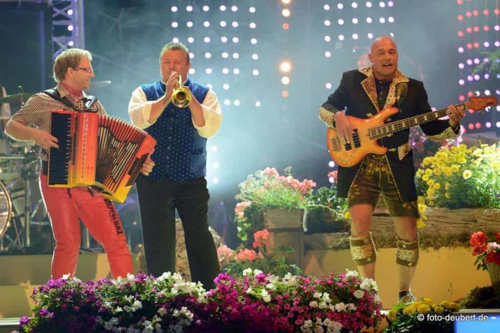 3 Männer auf der Bühne Oktoberfestband München