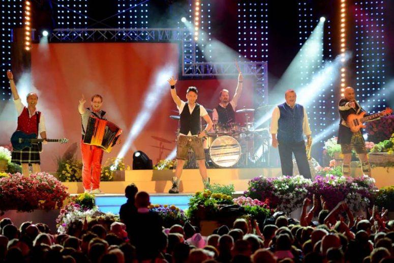 Oktoberfestband Münchner Zwietracht auf der Bühne